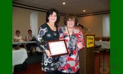 Prix reconnaissance Léo-Richer 2010 va à Denise Desrosiers. Petite abeille efficace.