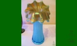 Corinth, Westmoreland. Vase JIP. Bleu opalin