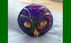 Owl, Horned. Irisation bleu électrique