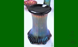 Fine Rib Vases, Northwood. Vase, trapu. Améthyste. Irisation exceptionnelle